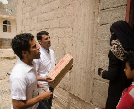 SAVE THE CHILDREN STAFF INITIATIVE TO SUPPORT FAMILIES AND CHILDREN WITH DISTRIBUTION OF FOOD AND WATER IN SANA'A